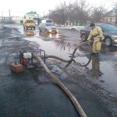 Через стрімку відлигу приватний сектор Дніпра опинився під водою (відео)