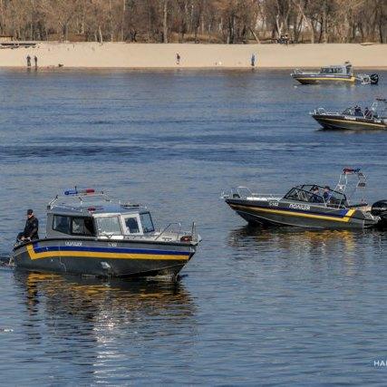 Президент України передав Нацполіції сучасні катери та автомобілі
