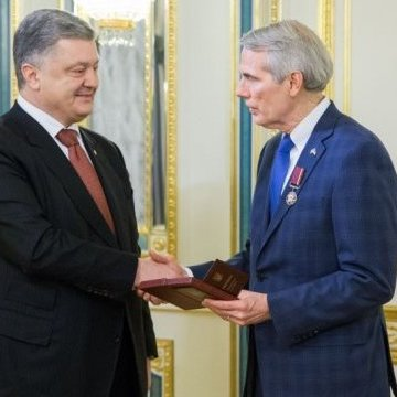 Президент нагородив сенатора Портмана орденом «За заслуги» III ступеня