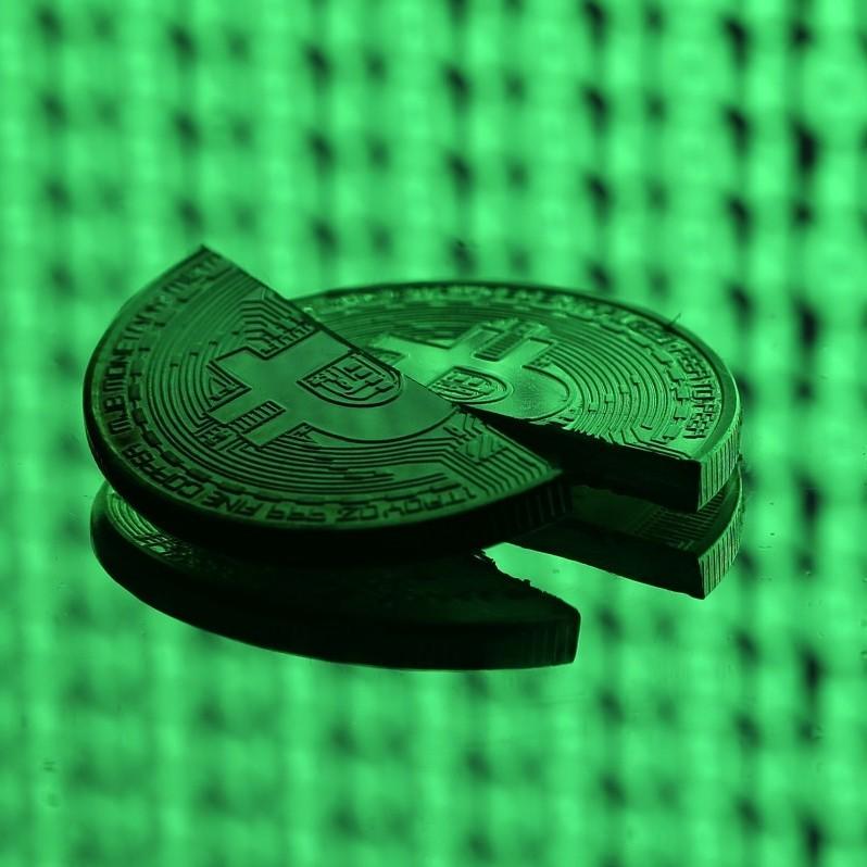 Криптовалютне падіння: біткойн торгується нижче $ 7 тисяч