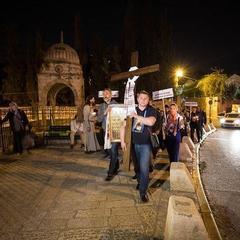 У Єрусалимі сотні українців пройшли дорогою Скорботи з молитвою про мир (фото)