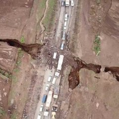 У Кенії з'явилась гігантська тріщина, яка може розколоти навпіл Африку: приголомшливе відео
