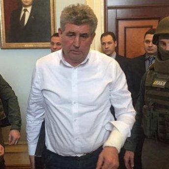 Суддя у нервах порізав собі руку авторучкою у Миколаєві: моторошне відео