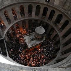 В Україну прибув Благодатний вогонь з Єрусалима (відео)