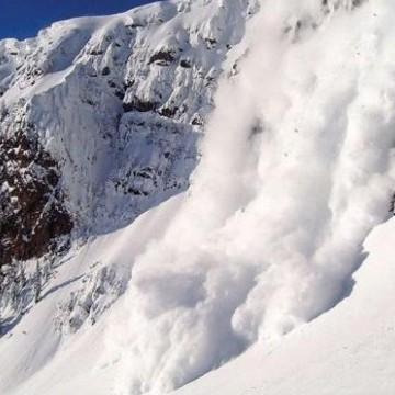 Рятувальники попереджають про лавини у Карпата