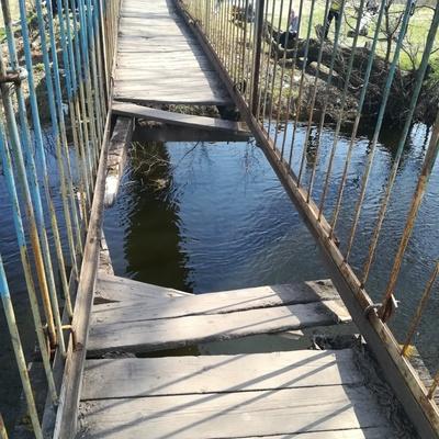На Львівщині чотири людини впали з підвісного мосту через його руйнування