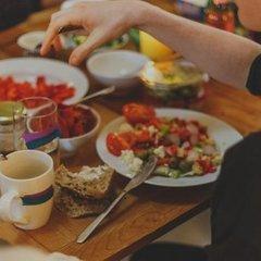 Як рятувати організм від переїдання на свята: прості поради