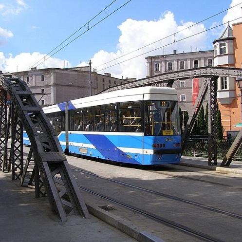 У терміналах громадського транспорту Вроцлава відтепер є українська мова