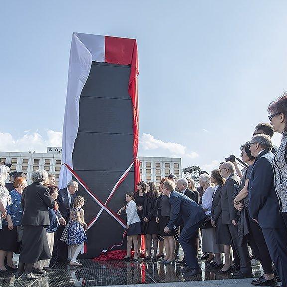 У Польщі відкрили пам'ятник жертвам Смоленської катастрофи (фото)