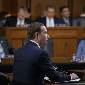 Цукерберг про Cambridge Analytica: Було помилкою вірити їм на слово