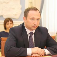 Глава АП Райнин заробив у березні надбавки за інтенсивність праці та премію