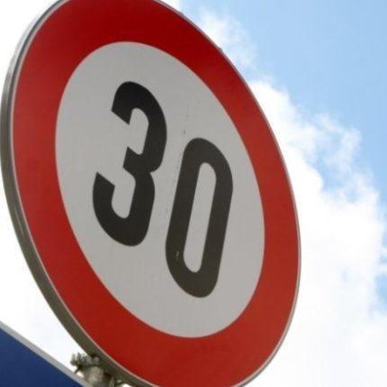 В Україні можуть знизити швидкісний ліміт до 30 км/год