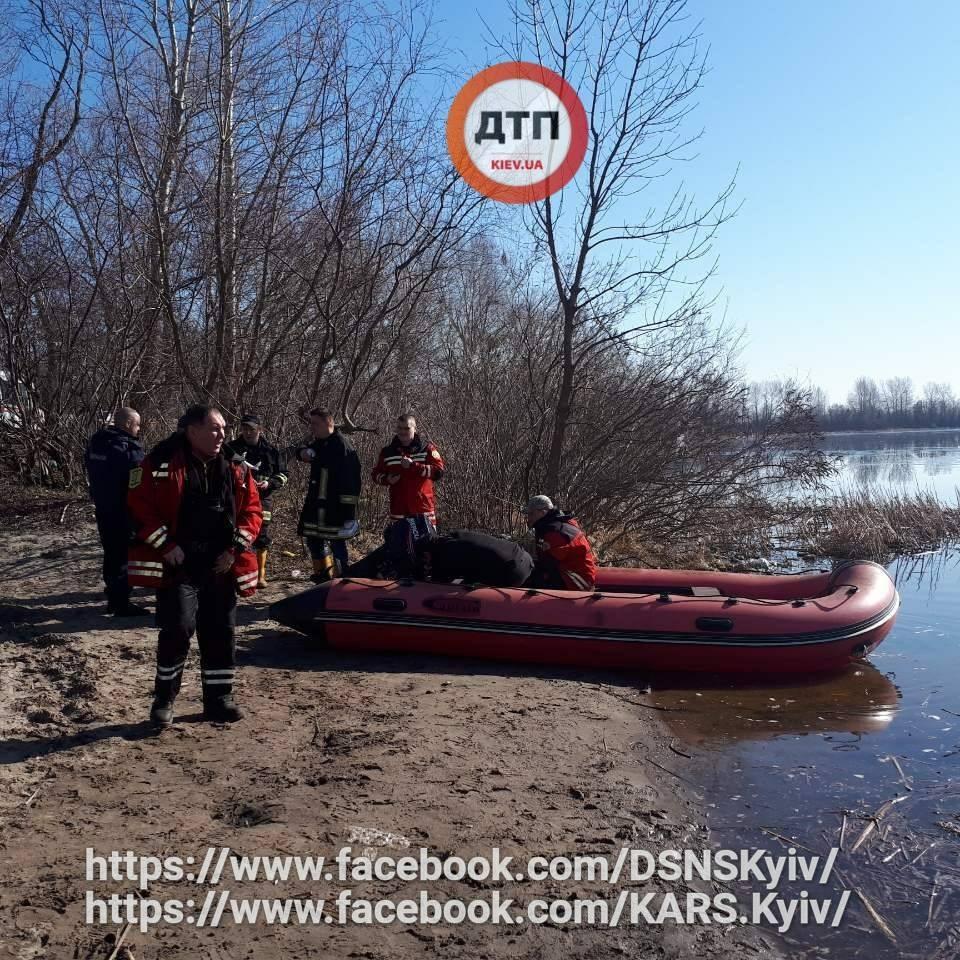 У Києві знайшли тіла двох чоловіків, які перекинулися на човні біля Жукового острова