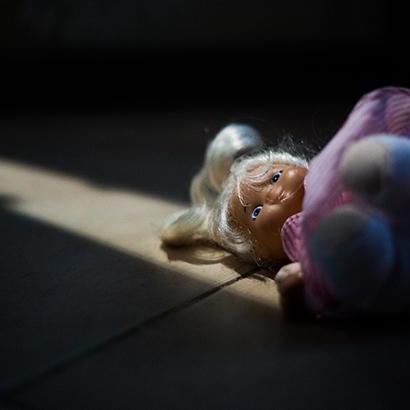 В Одеській області могильна плита насмерть задавила трирічну дитину