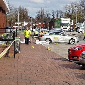 У британському Манчестері автомобіль в'їхав у натовп пішоходів, шестеро постраждалих