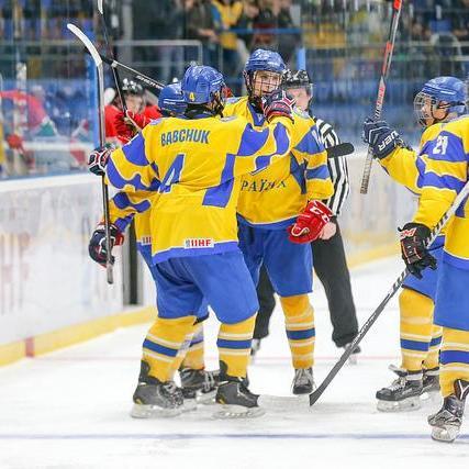 Юніорська збірна України з хокею у бойовому матчі обіграла Угорщину на чемпіонаті світу в Києві