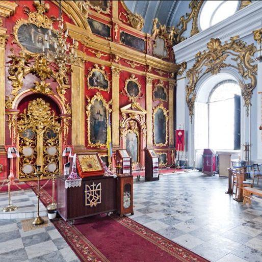 Віруючий злодій: перед пограбуванням церкви в Тернополі чоловік тричі хрестився (відео)