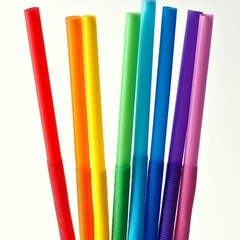 У Великобританії можуть заборонити продаж пластикових трубочок