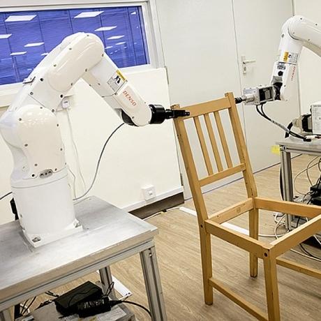 Роботів навчили збирати меблі з IKEA (відео)