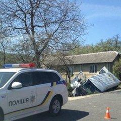 Смертельна ДТП на Прикарпатті: перекинувся автобус із пасажирами