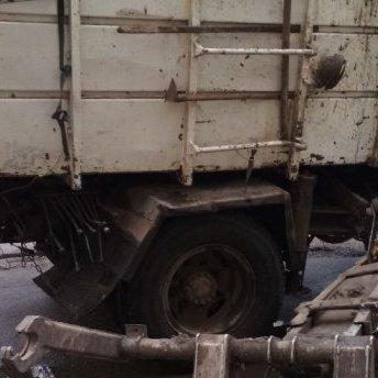 У Запоріжжі маніпулятор сміттєвоза вбив чоловіка та потрощив авто