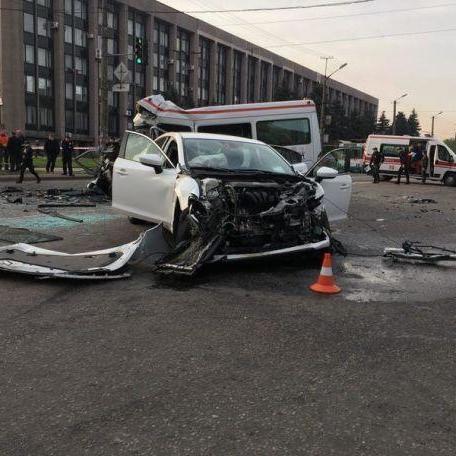 З'явилися нові подробиці смертельної ДТП в Кривому Розі: водій Mazda визнав, що їхав на миготливий жовтий (відео)