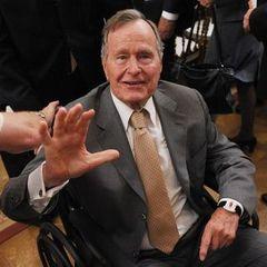 Екс-президент США Джордж Буш-старший госпіталізований і знаходиться в реанімації