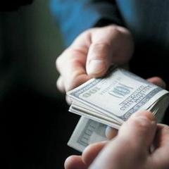 Хотів $ 8 тис. за «правильне» рішення: столичного суддю зловили на хабарі