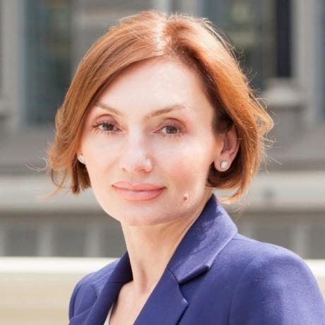 Суд відсторонив заступницю голови НБУ за позовом депутата