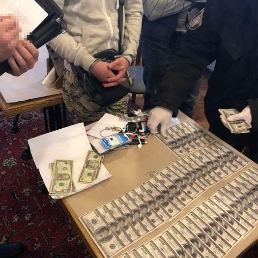 У Києві затримали росіянина, який шантажував компроматом українського бізнесмена
