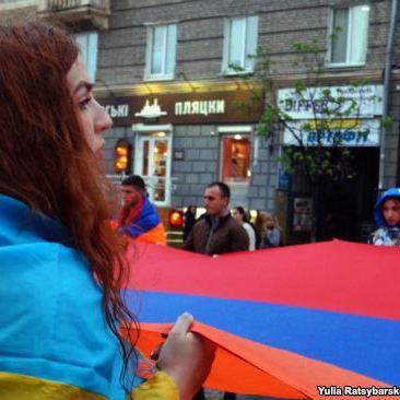 У Дніпрі акцією «103 удари серця» вшанували роковини депортації вірмен (фото)