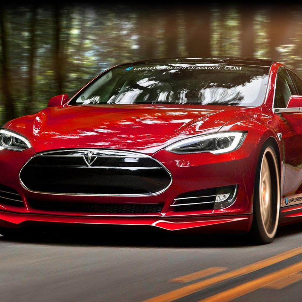 Київська комунальниця задекларувала електрокар Tesla за 50 тис. грн