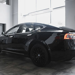 Працівниця ЖЕКу з Дарницького району Києва   Працівниця ЖЕКу з Дарницького району Києва задекларувала дорогий електромобіль задекларувала автомобіль Tesla Model S