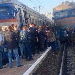 У Львові 200 розлючених пасажирів заблокували рух електричок