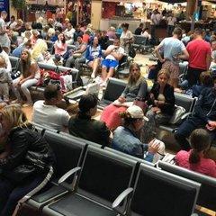 «Ми – у полоні»: щонайменше 200 туристів не можуть вилетіти з Єгипту до України