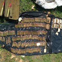 У Донецькій області на пустирі знайшли великий арсенал боєприпасів (фото, відео)