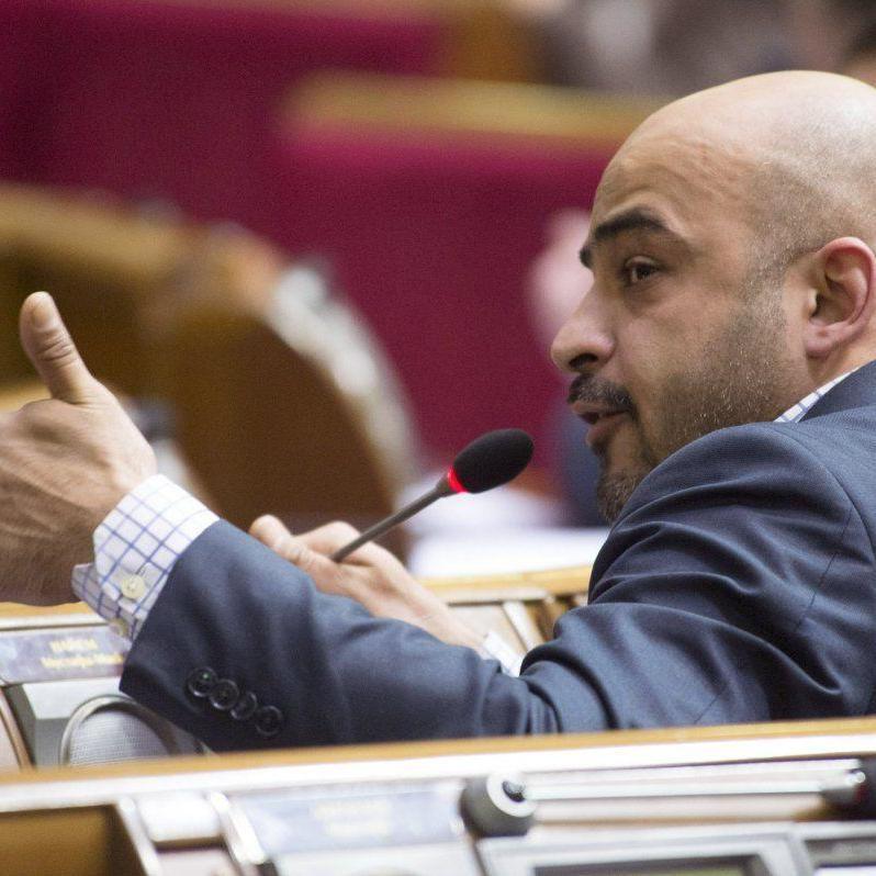 Найєм заявив, що чоловік, який його бив, утік з України в Баку
