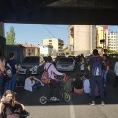 В Єревані заблоковані всі основні дороги, перекрита траса до аеропорту
