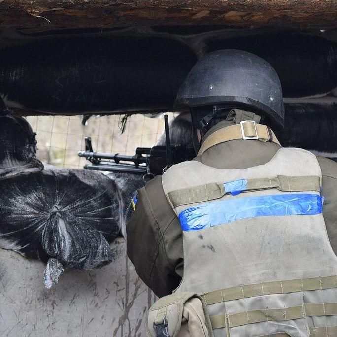 На Донбасі після обстрілу бойовиків зник військовий