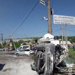 У Дніпрі фура знесла десяток авто, 1 людина загинула