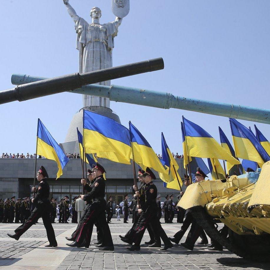 Київські курсанти у рамках флешмобу створили живий герб України (фото, відео)