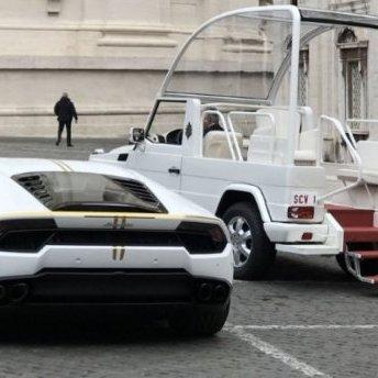 Папа Римський вирішив продати Lamborghini, який йому подарували
