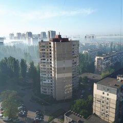Частину Києва накрив густий дим: у соцмережах діляться промовистими фото