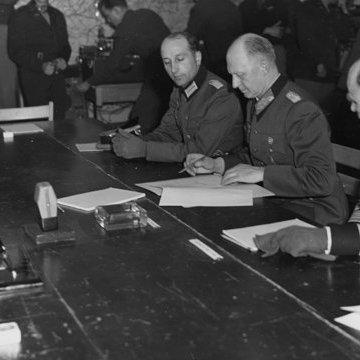Цього дня був підписаний Акт воєнної капітуляції Німеччини
