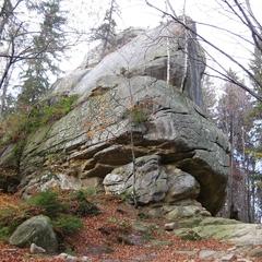 У Чернівецькій області дівчинка впала зі скелі