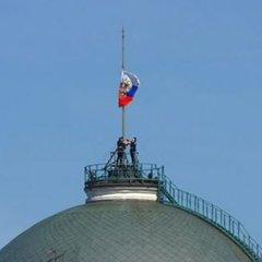 Під час інавгурації Путіна стався конфуз із прапором Росії (відео)