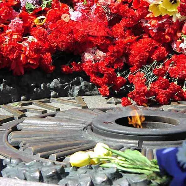 Сьогодні в Україні - День пам'яті та примирення