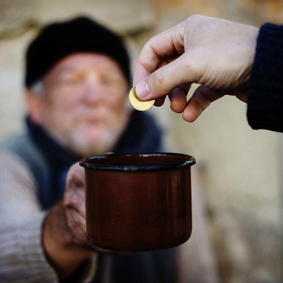 Українці оцінили, на що найбільше не вистачає грошей