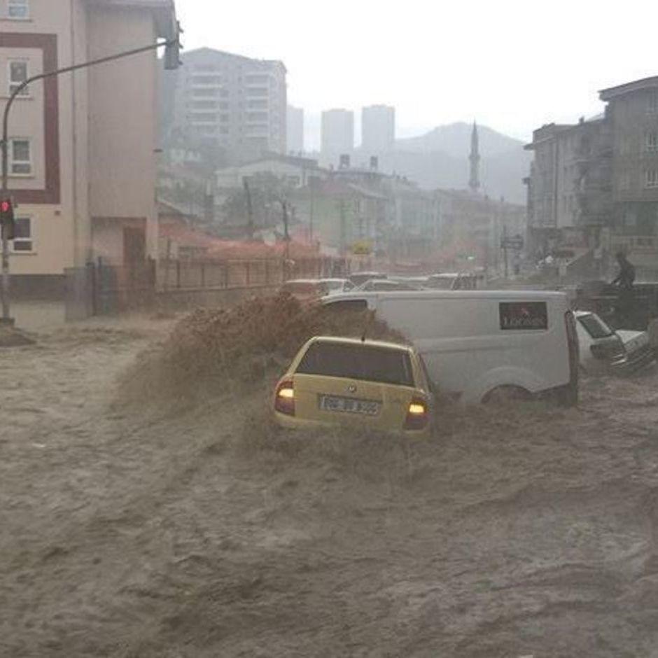 Катастрофічна повінь в Анкарі стала наймасштабнішою за останні 500 років (відео)