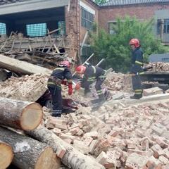 На Хмельниччині обвалилася стіна меблевої фабрки